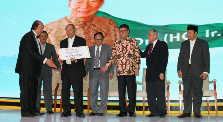 Ir. Ciputra Meraih The 3rd Tahir Foundation Lifetime Achievement Awards 2015